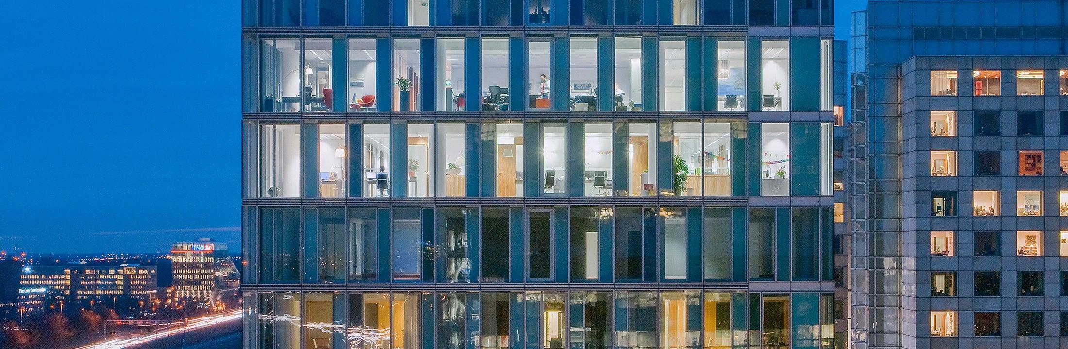Overzicht van kantoren in een kantoorgebouw (Beeld:  Norbert van Onna)