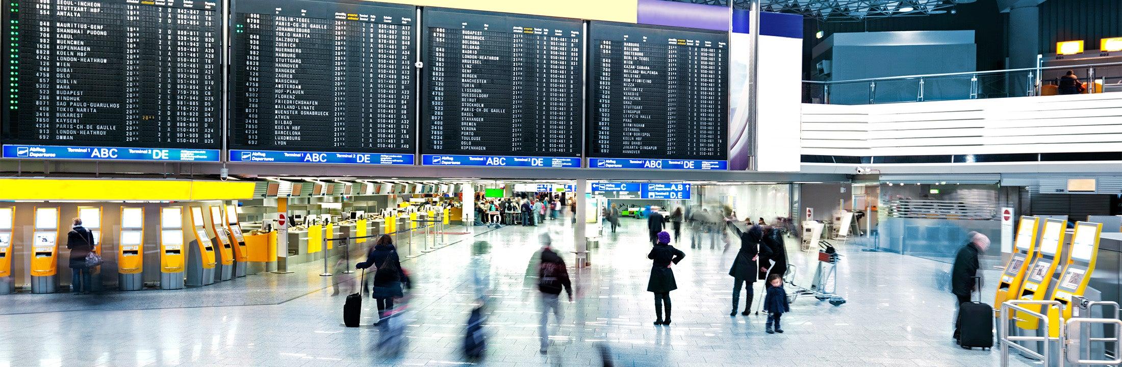 Aankomst- en vertrekhal van een luchthaven