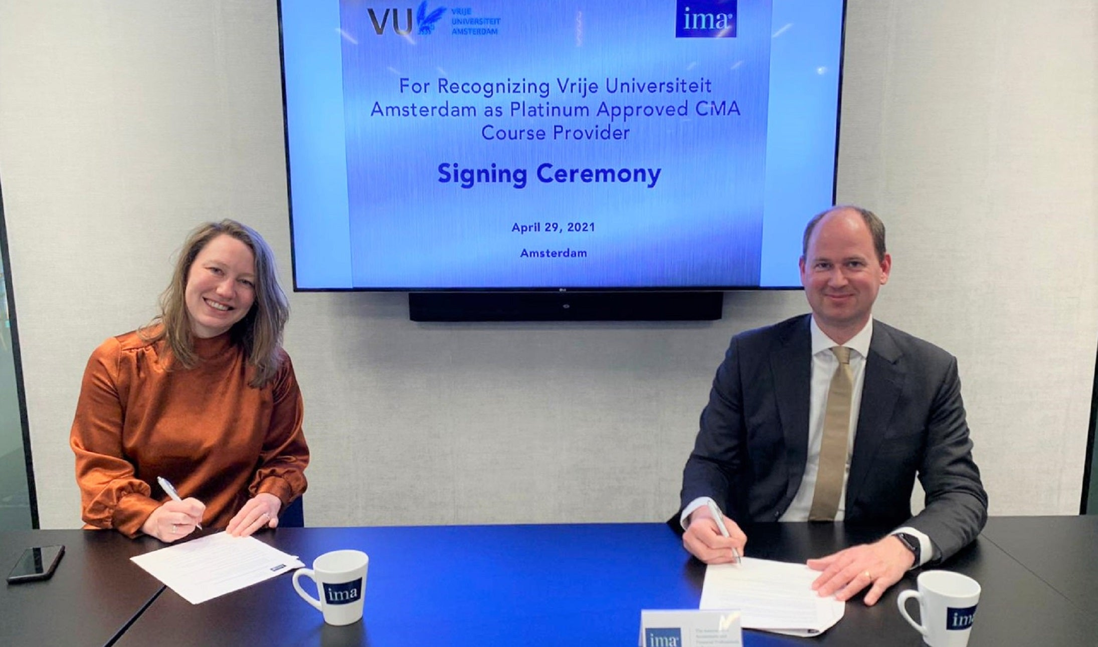 CMA course receives platinum recognition from IAM, signing papers