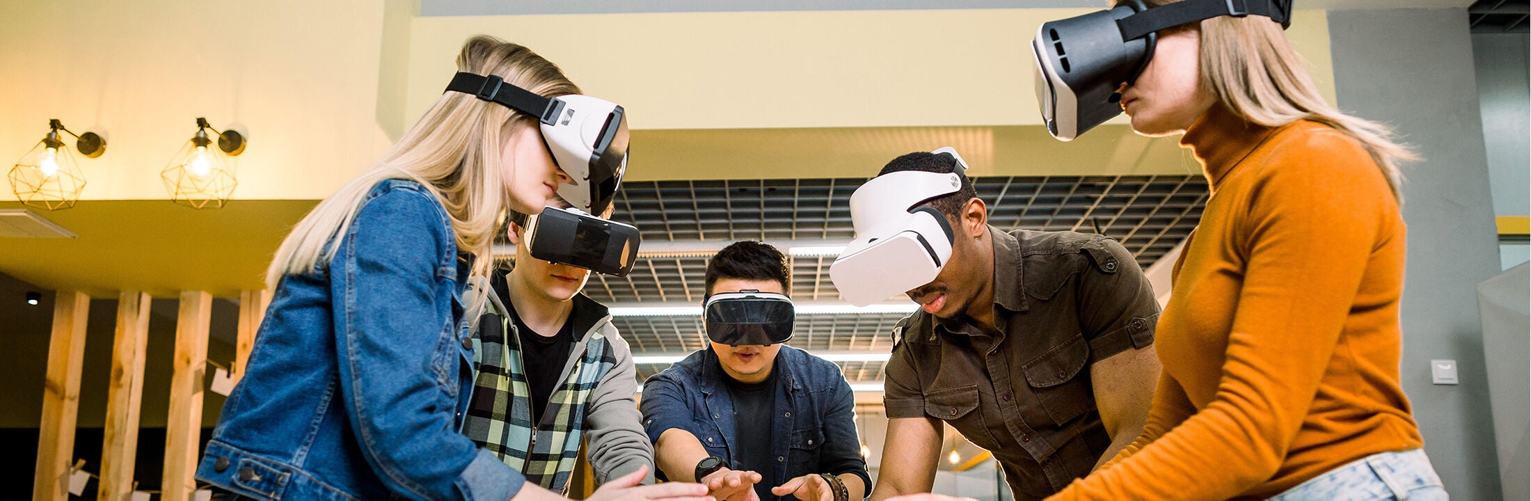 Students with VR glasses