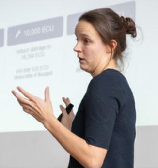 Jantsje Mol presenting